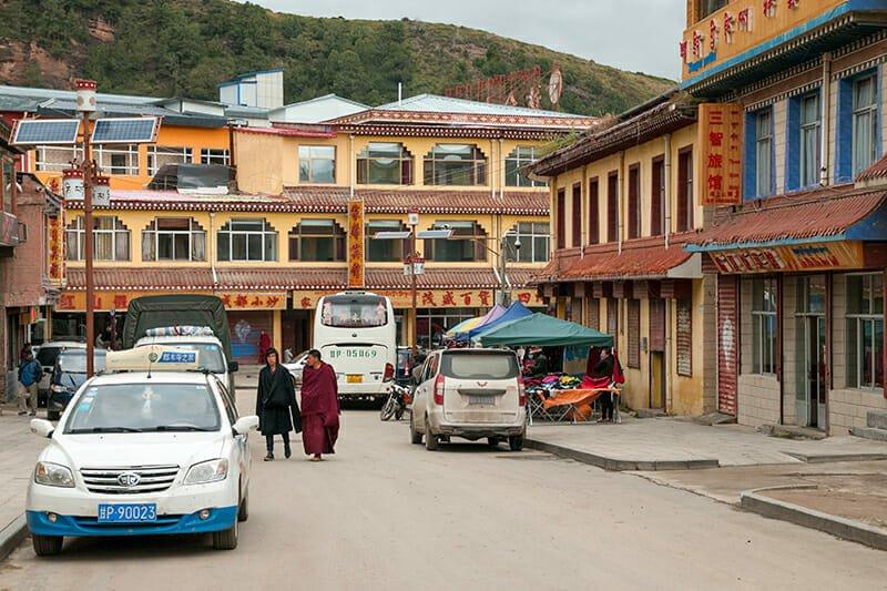 Visit Tibetan Plateau - street of Langmusi