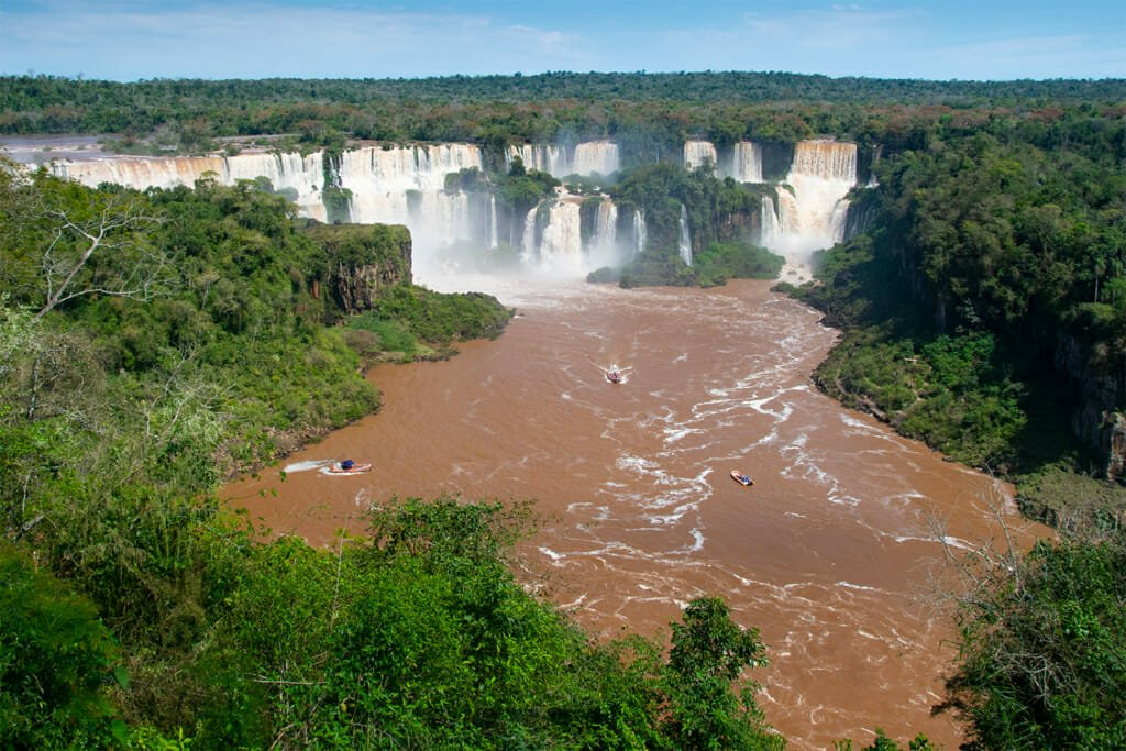 Boats heading to Iguazu falls