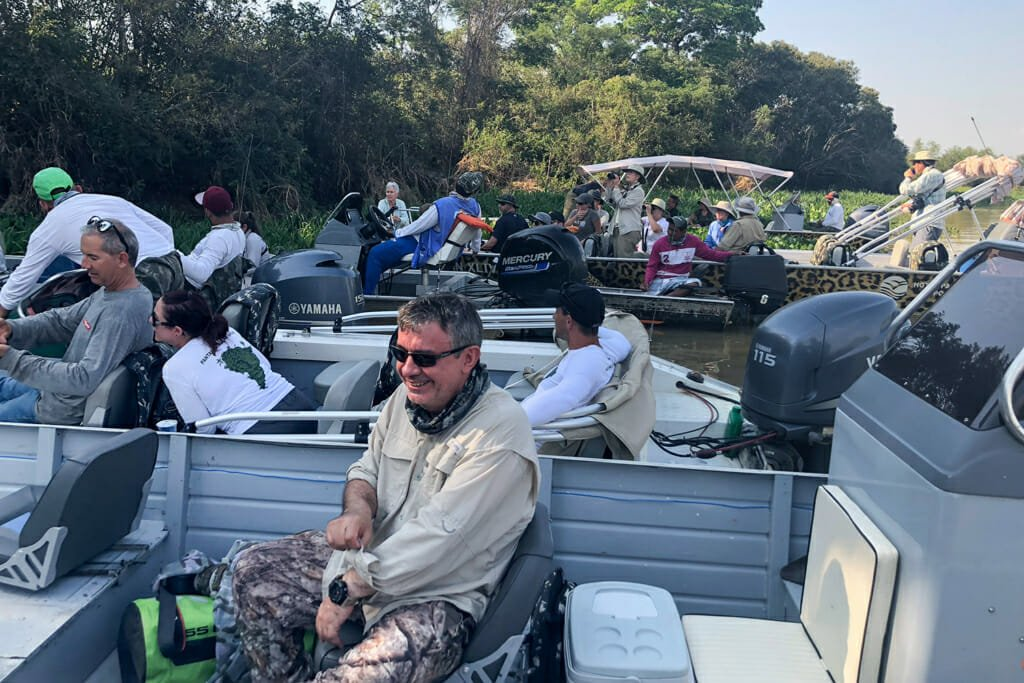 Watching jaguars in Brazil - overcrowding on Cuiaba River