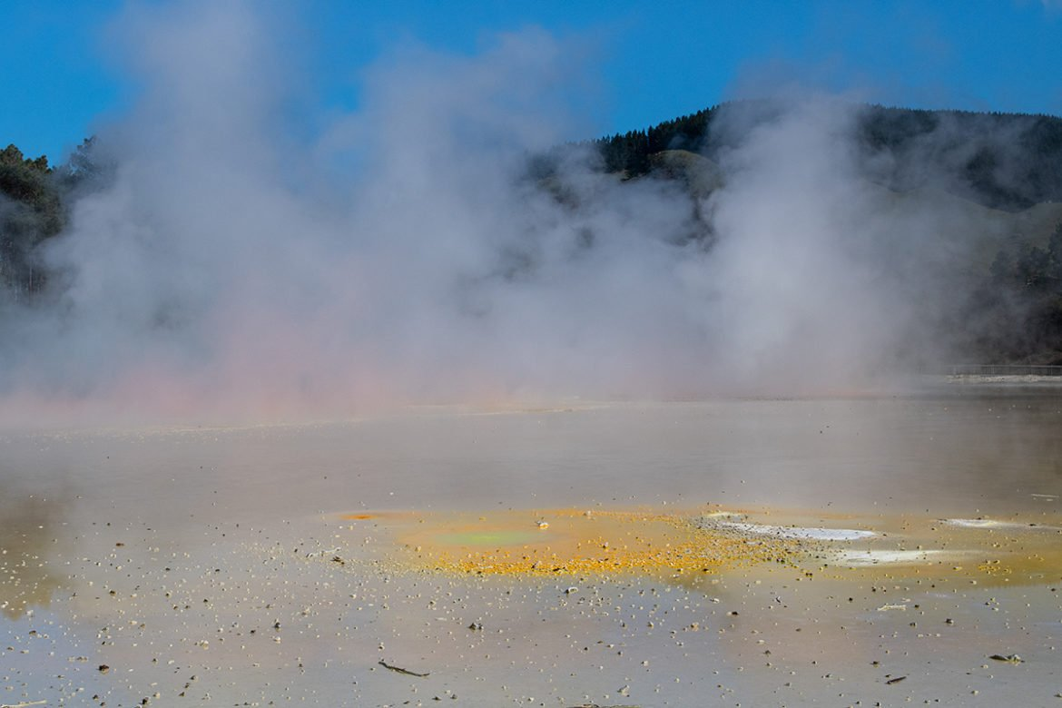 Artist's pallette pool at Wai-o-tapu New Zealand