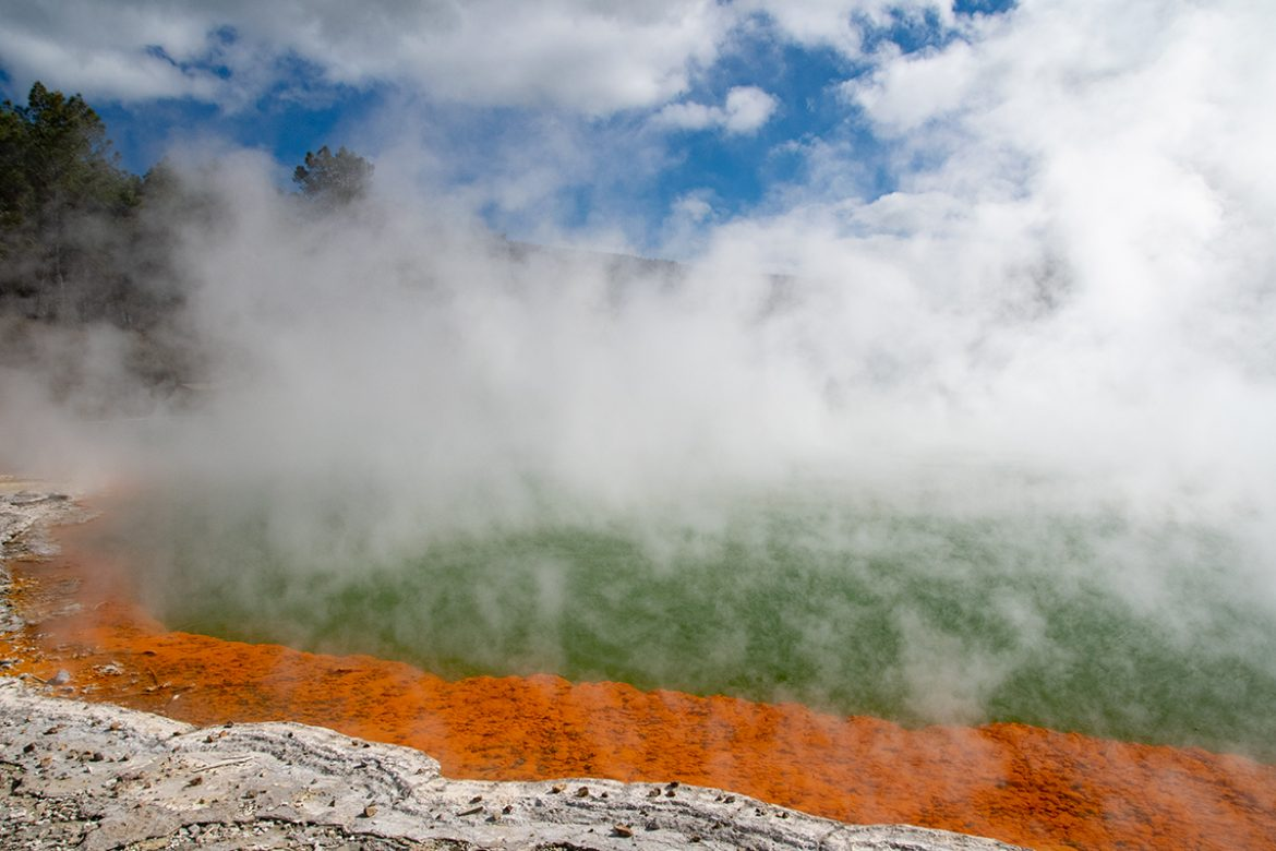 Champagne pool in wai-o-tapu New Zealand