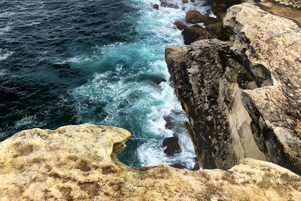 Cliffs along Bundeena to Marley Beach trail