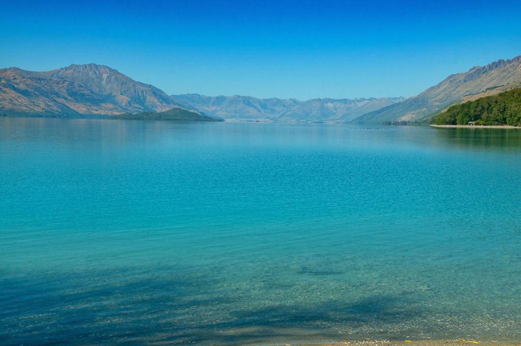 Lake Wakatipu at Kinloch on Queenstown to Glenorchy road trip