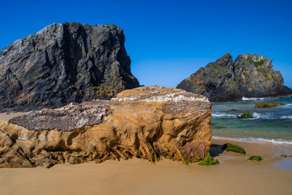 tortured rocks on glasshouse beach narooma